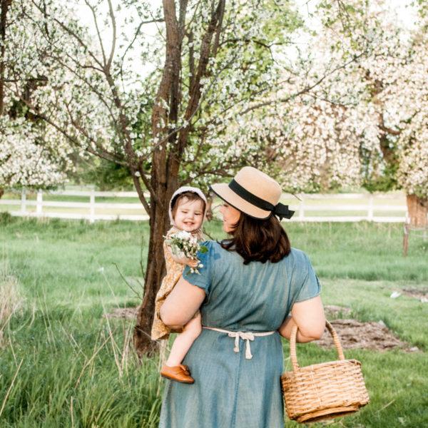 Decluttering, simple living, minimalism, peaceful motherhood.