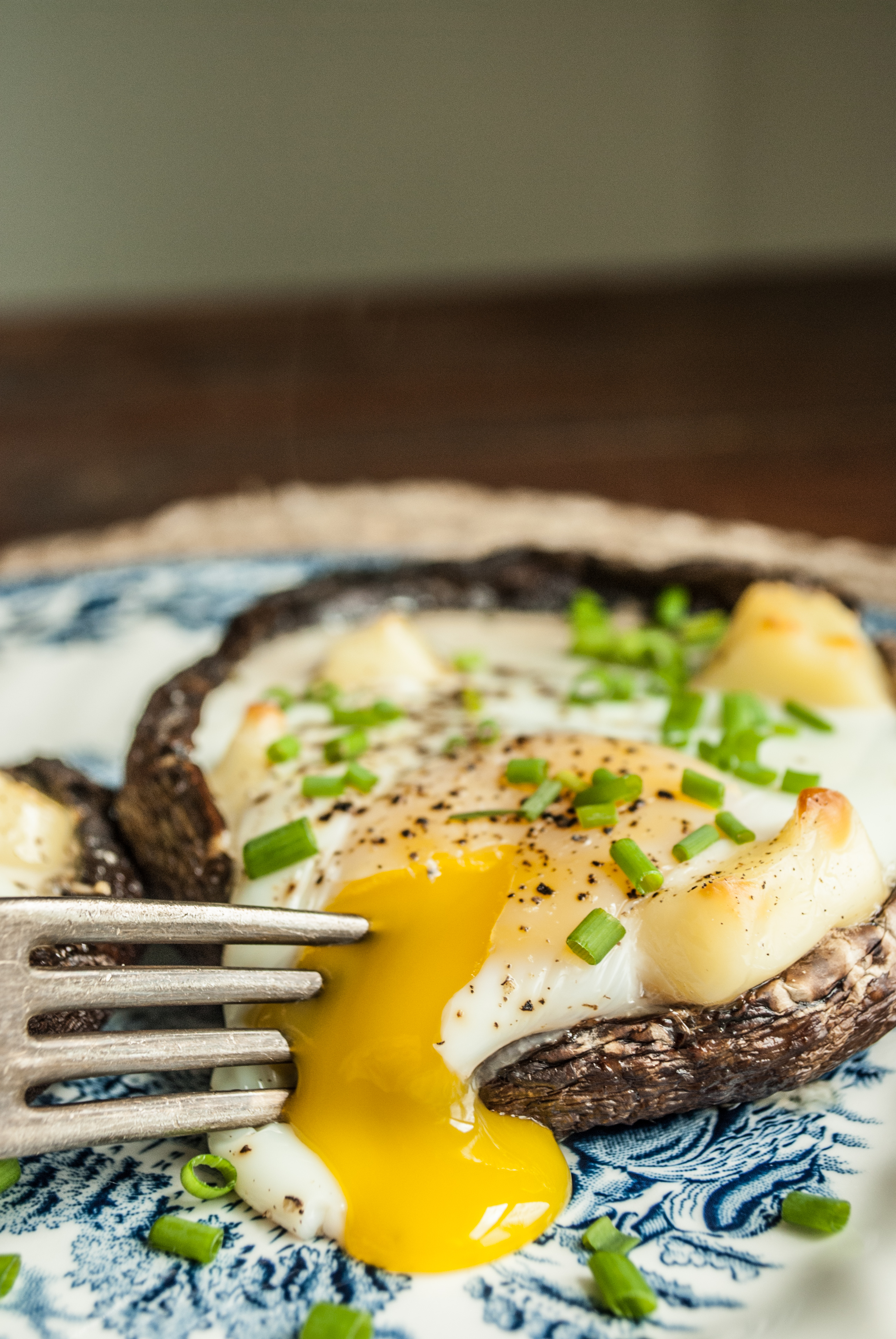 Super easy recipe for this delicious and elegant baked egg. Perfect for breakfast, brunch or any meal. Easy recipe and picture tutorial. Printable Recipe.