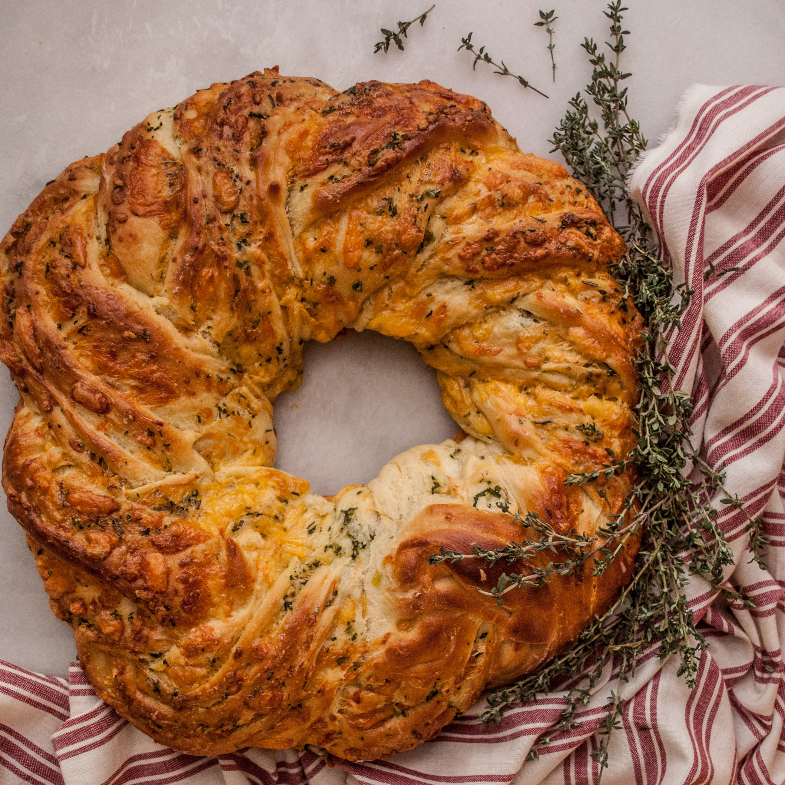 Easy Bread Recipe. Instructions and tutorial for this Herb & Cheddar Wreath. Perfect for Thanksgiving bread, Christmas bread, Holiday Baking, or any occasion! Cute Printable Recipe, too!