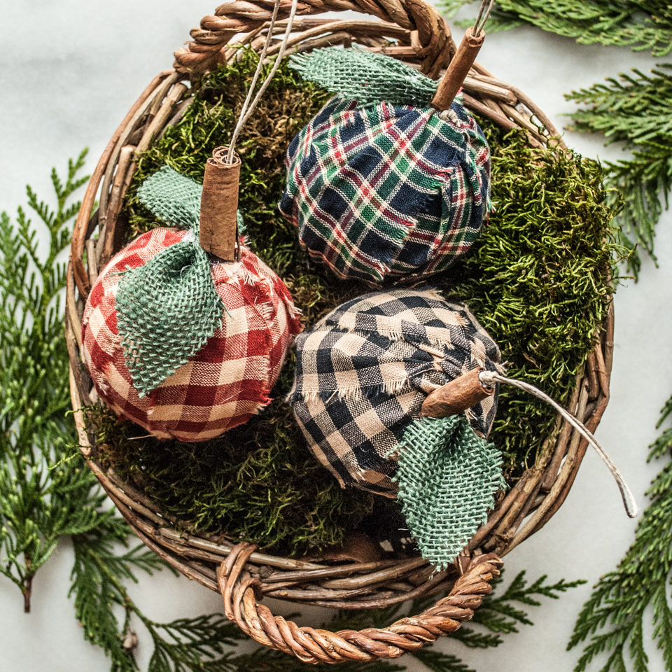 Easy Fabric Wrap Ornaments, Step by Step instructions. Handmade DIY Christmas Crafts Tutorial.