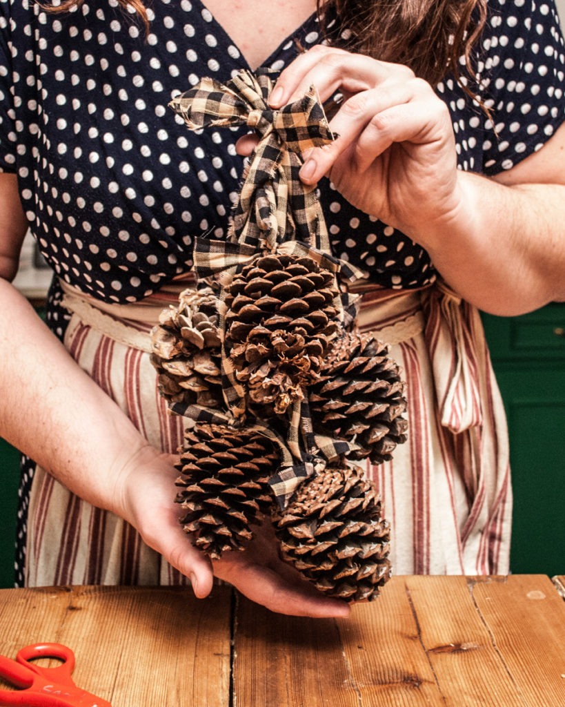Pinecone Door Hanger Tutorial.  DIY Christmas Crafts from my Handmade Christmas Series.