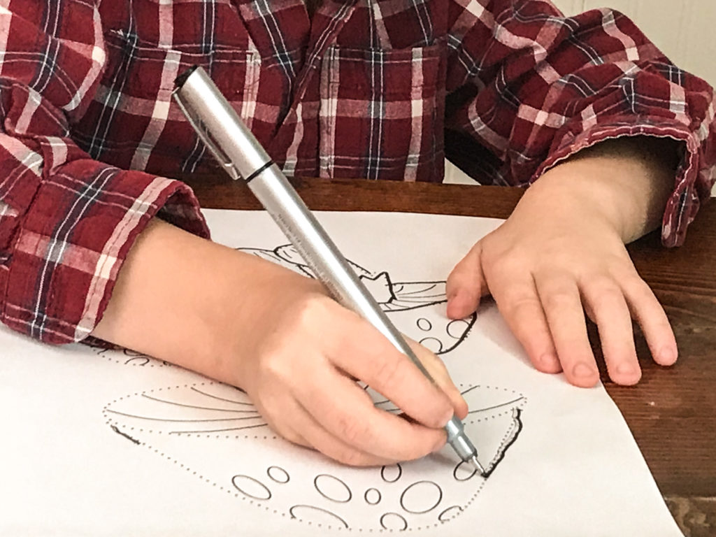 Set of 6Free Preschool Tracing Practice Pages. Develop pencil skills, fine motor control, and have fun being creative! Great craft for kids.